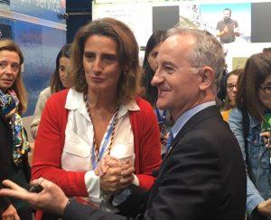 Ministra Teresa Ribera con Director IEF en stand COP25
