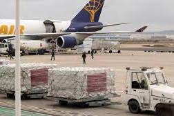 Llegada primer cargamento de material de protección donado por Inditex