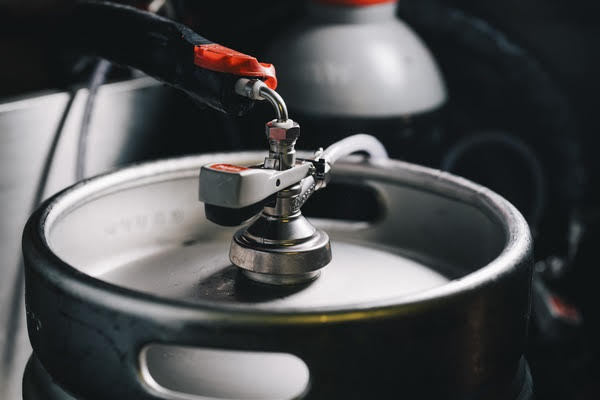 Damm genera energía renovable a partir de cerveza retirada de los bares