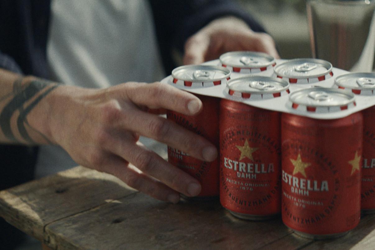 Estrella Damm elimina anillas plástico