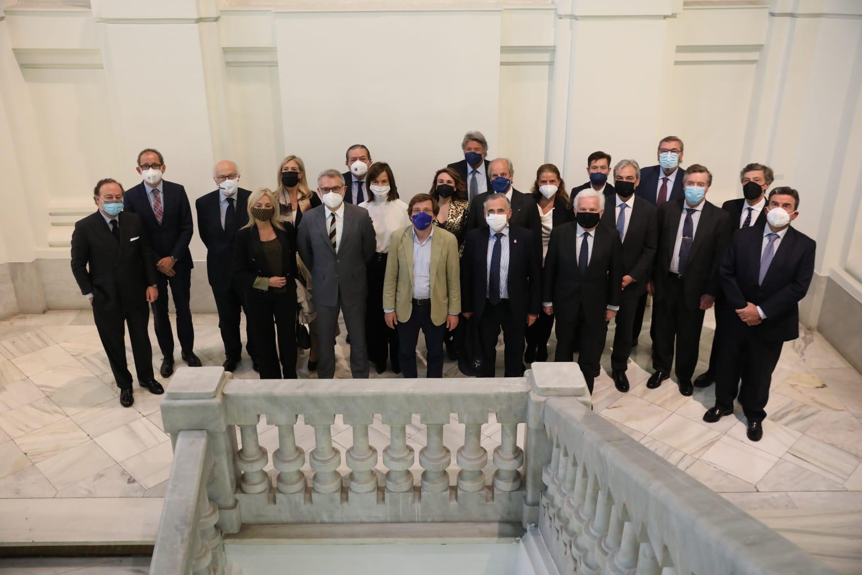 Mtnez Almeida con representantes del IEF